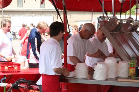 Catering Feldküche - Essen aus der Gulaschkanone